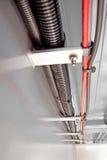 Condotto automobilistico e fascette ferma-cavo del cablaggio elettrico immagine stock