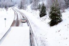 Condução da estrada do inverno Fotografia de Stock