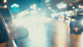 Condução das luzes e de carros da cidade no fundo do tráfego filme