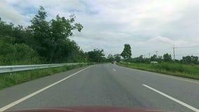 Condução de carro do POV na estrada filme