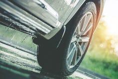 Condução de carro na chuva fotografia de stock royalty free