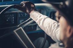 Condução de carro retro americana Fotos de Stock