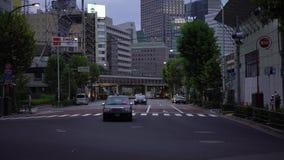 condução de carros do tráfego 4K da interseção da estrada na cidade do Tóquio Baixa de Ásia filme