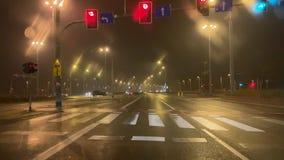 condução de carros na estrada video estoque