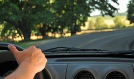 Condução dentro de um carro imagem de stock