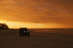 Condução do por do sol da praia Imagem de Stock