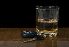Condução e beber Foto de Stock Royalty Free