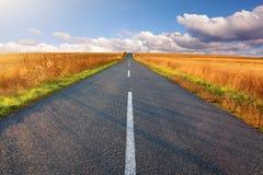 Condução em uma estrada vazia Imagem de Stock Royalty Free
