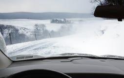 Condução em uma tempestade de neve Fotografia de Stock Royalty Free