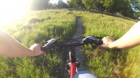 Condução extrema na bicicleta vídeos de arquivo