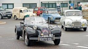 Condução fora: Carro de esportes de Burton. Foto de Stock