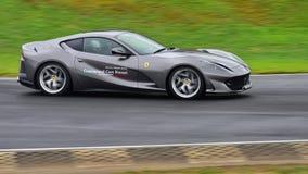 A condução muito rápido de Ferrari 812 em torno do circuito na série de Asia Pacific do desafio de Ferrari compete o 15 de abril  Fotos de Stock Royalty Free