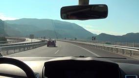 Condução na estrada nacional de Korinthos-Tripoli em Grécia video estoque
