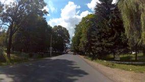 Condução na estrada nas montanhas vídeos de arquivo