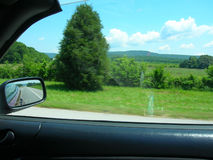 Condução na estrada no sul imagem de stock