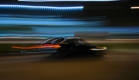 Condução na noite Fotografia de Stock