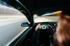 Condução na noite Imagens de Stock