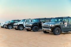 Condução no safari do deserto dos jipes Imagens de Stock Royalty Free
