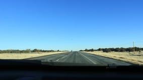 Condução rapidamente através de Nevada Desert na rocha vermelha EUA TImelapsed video estoque