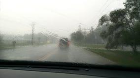 Conducción abajo de la carretera nacional en un día lluvioso Imagenes de archivo
