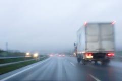 Conducción bajo la lluvia Imagenes de archivo
