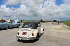 Conducción clásica del escarabajo fotografía de archivo
