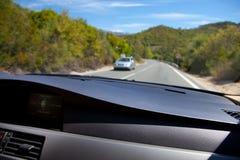 Conducción con el navegador fotos de archivo