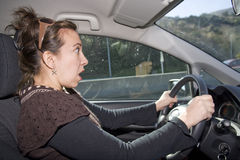 Conducción dada una sacudida eléctrica Imagen de archivo libre de regalías