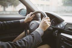 Conducción de automóviles Fotos de archivo libres de regalías