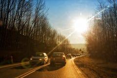 Conducción de automóviles abajo de la carretera nacional Fotografía de archivo