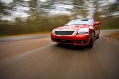 Conducción de automóviles de lujo rápidamente fotografía de archivo