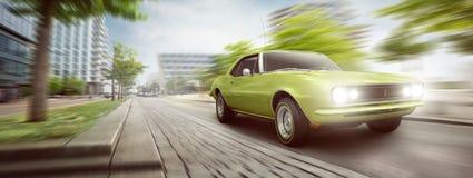 Conducción de automóviles del vintage en la ciudad Imágenes de archivo libres de regalías