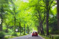 Conducción de automóviles en el camino Fotos de archivo