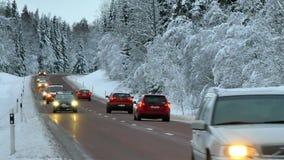 Conducción de automóviles en la carretera nacional almacen de video