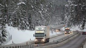 Conducción de automóviles en la carretera nacional metrajes