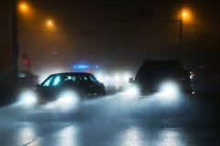 Conducción de automóviles en niebla Imágenes de archivo libres de regalías