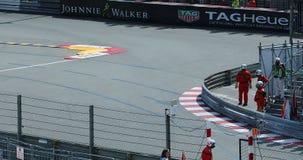 Conducción de automóviles de F1 Grand Prix rápidamente en GP 2018 de Mónaco almacen de video