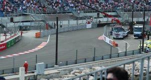Conducción de automóviles de F1 Grand Prix rápidamente en GP 2018 de Mónaco almacen de metraje de vídeo