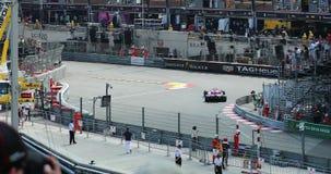 Conducción de automóviles de F1 Grand Prix rápidamente en GP 2018 de Mónaco metrajes