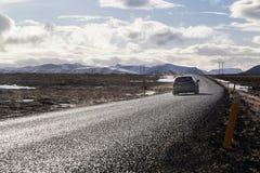 Conducción de automóviles a lo largo de la carretera de circunvalación en Islandia Foto de archivo