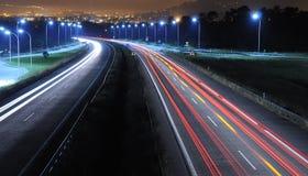 Conducción de la noche. Fotografía de archivo libre de regalías