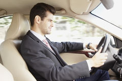 Conducción de un coche imagen de archivo libre de regalías