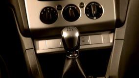 Conducción de un coche con la velocidad rápida 1080p almacen de metraje de vídeo