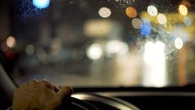 Conducción de un coche en la noche metrajes