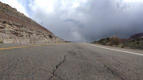 Conducción de una sección ascendente de la carretera 340 metrajes