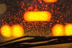 Conducción del coche en la lluvia. Imágenes de archivo libres de regalías