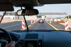 conducción del coche a lo largo de la área de reparaciones en Autostrada A2 foto de archivo libre de regalías