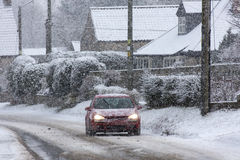 Conducción del invierno - nevadas fuertes Fotos de archivo libres de regalías