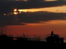 Conducción del jeep de la puesta del sol Foto de archivo libre de regalías