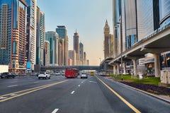 Conducción en Dubai Foto de archivo libre de regalías